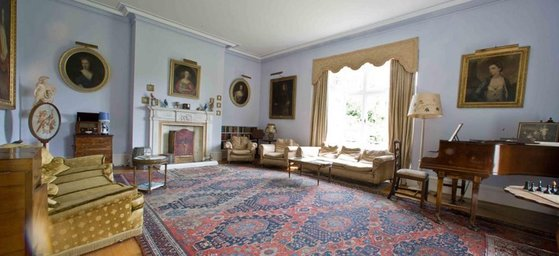 Charming Drawing room